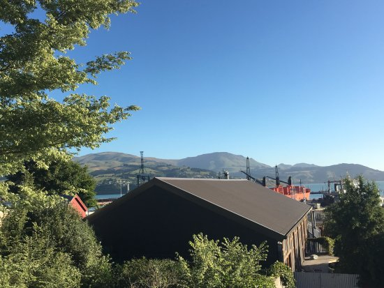 Lyttelton, Nueva Zelanda: Lunchtime from the balcony