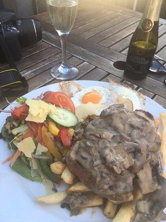 Lyttelton, New Zealand: Crazy sized meal