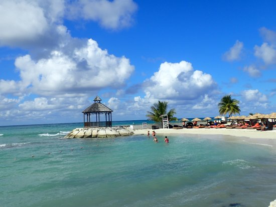 Secrets Wild Orchid Montego Bay: Oean in front of preferred area