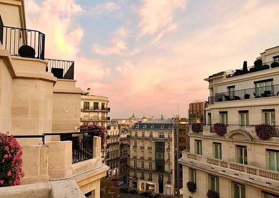 Four Seasons Hotel George V Photo