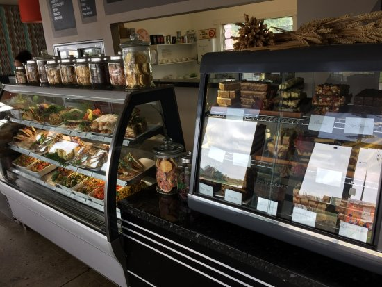 Waimate, New Zealand: Groaning with tasty morsels