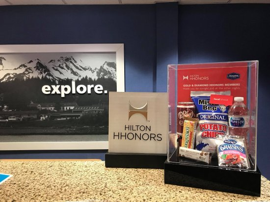 Hampton Inn Elkins: Hilton Honors snacks for our Gold and Diamond members
