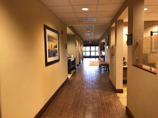 Hampton Inn Elkins: Hallway leading to Business Center, Breakfast Area, Lobby, & Front Desk