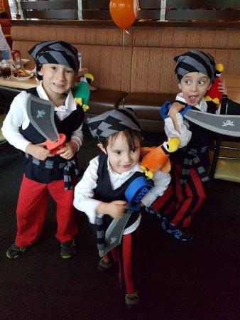 Orillia, Canadá: Boston Pizza Halloween Party