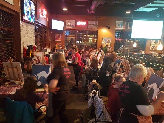 Orillia, Canada: The Grinch Paint Night at Boston Pizza