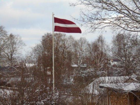 Valka, ลัตเวีย: Bakom Jumis vajade den lettiska flaggan...