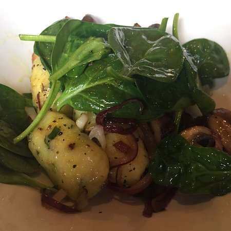 Alderley Edge, UK: Fantastic pea and spinach gnocchi.