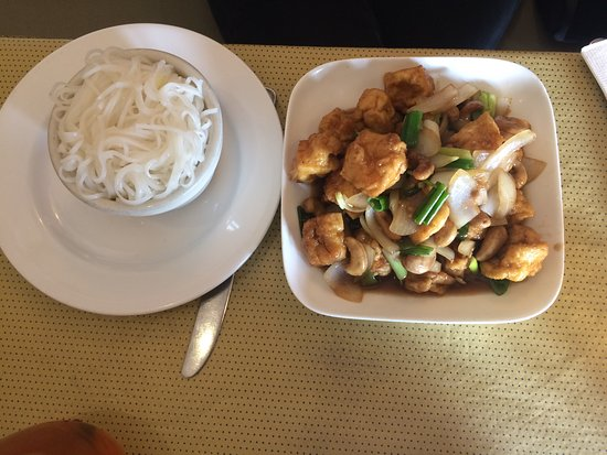 Fairfax, VA: Cashew Pad Thai with fried tofu and white rice noodles