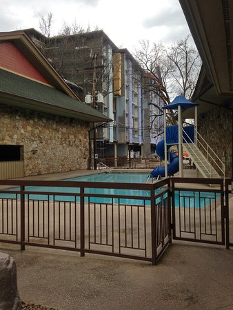 Greystone Lodge On the River: View from the swimming pool area