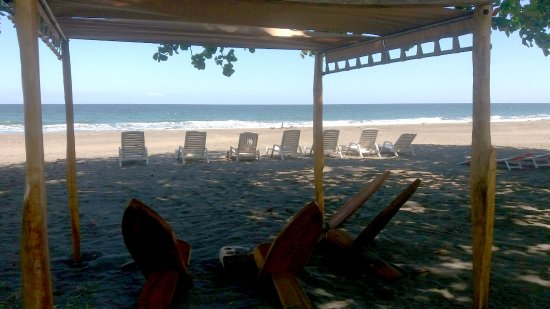 Hotel Perla Negra: Sillas en la playa / Chairs on the beach