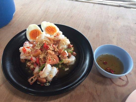 Jenjira Kung Ten: Lemon grass and prawn salad