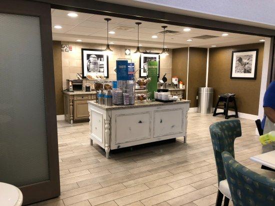 Alliance, OH: Clean Breakfast area