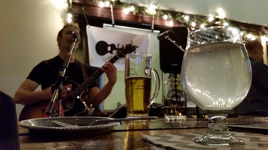Buffalo Grove, IL: The first musician asked that tips went to hurricane survivors. Gingerbeer in the forefront.