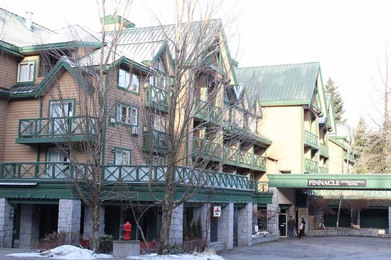 Pinnacle Hotel Whistler: The Pinnacle at Whistler is quite large and magestic for a boutique Hotel .