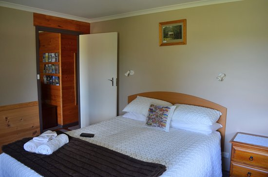 Duffy's Country Accommodation: bedroom nearest the front door