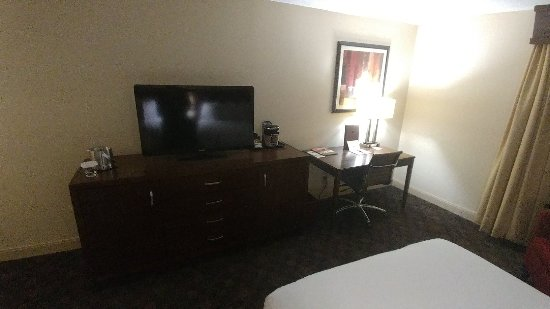 DoubleTree by Hilton Hotel Norfolk Airport: 1207171859_HDR_large.jpg