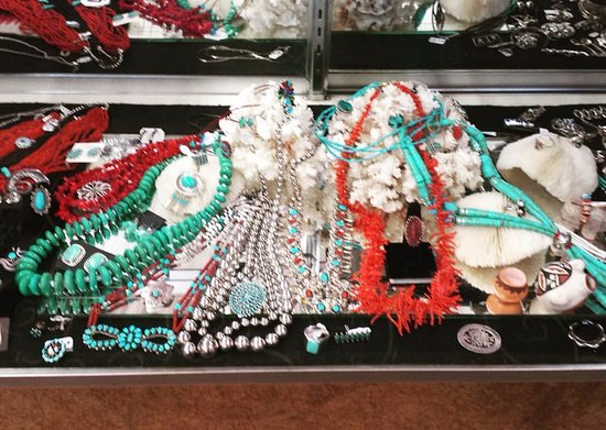 Llano, Τέξας: Turquoise, coral and sterling silver.  Need we say more?