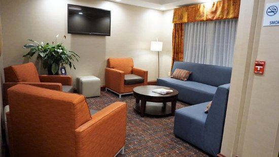New Milford, PA: Lobby