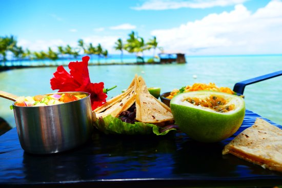 Upolu, Samoa: Tasty Seaside Lunch at Le Vasa Resort Cocolini's by the Sea Restaurant