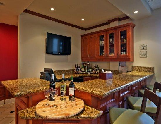 Bar Area Hilton Garden Inn Lafayette Cajundome Lafayette Resmi Tripadvisor