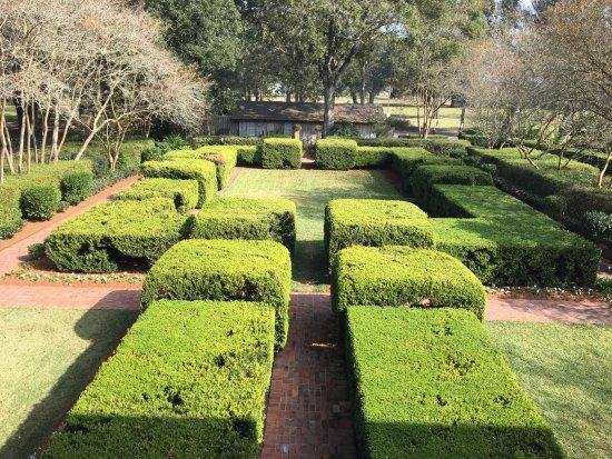 Vacherie, LA: Gardens surrounding the former kitchen
