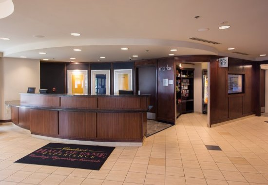North Canton, OH: Lobby