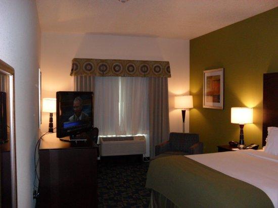 Urbandale, IA: Guest room
