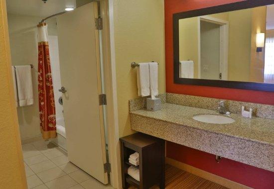 D'Iberville, MS: Guest room