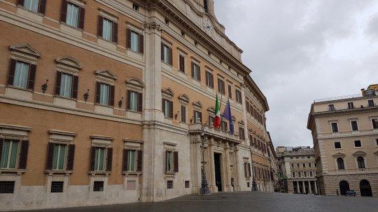 Palazzo montecitorio foto di palazzo montecitorio for Roma parlamento