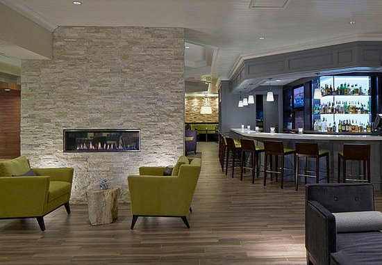 Pewaukee, WI: Bar/Lounge