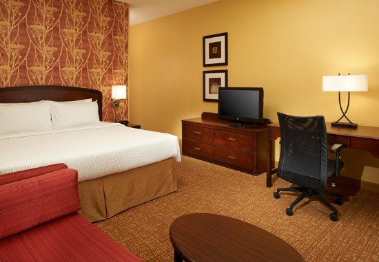 West Dundee, IL: Guest room