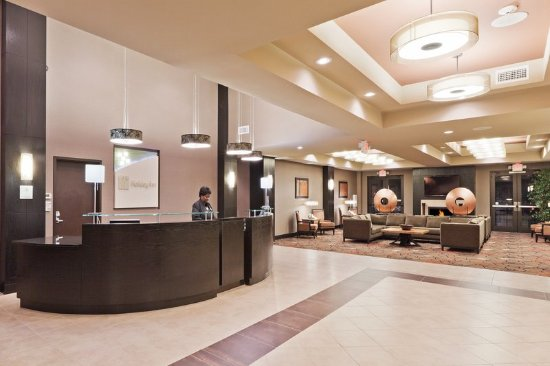 Holiday Inn Hotel & Suites Tulsa South: Lobby