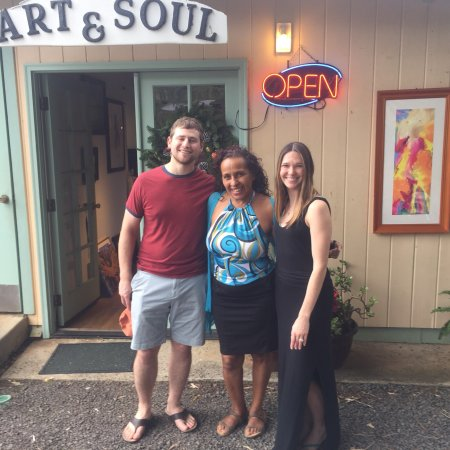 Hanalei, Hawái: Had a great time meeting and chatting with local Kauai artist, Mercedes Maza. She is lovely, war
