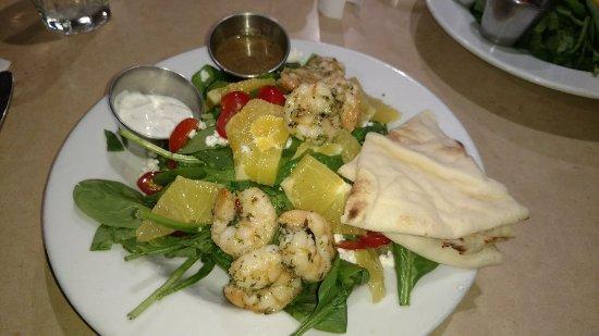Aptos, كاليفورنيا: Spicy shrimp on special salad