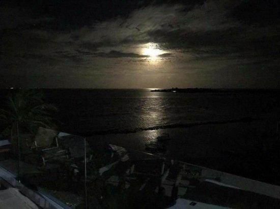 Thulusdhoo Island: Peace at Paradise