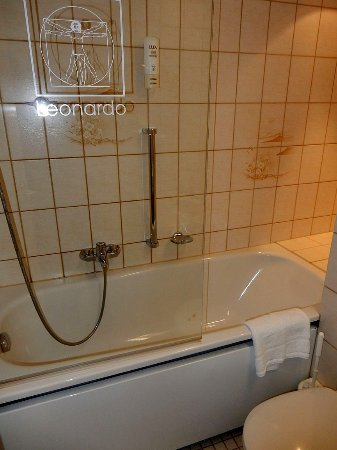 Leonardo Royal Hotel Frankfurt Clean Bathroom But Poor Shower Pressure