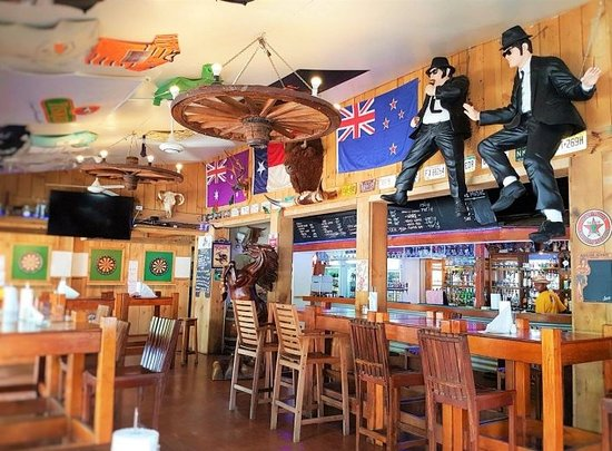 Warhorse Saloon Restaurant &Bar: Full of iconic nick nacks to entertain you