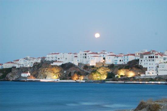 Alkyoni Studios: Lunar eclipse over Hora