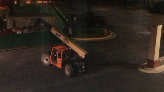 Woodbridge, VA: Heavy loud machinery at 3am in their parking lot
