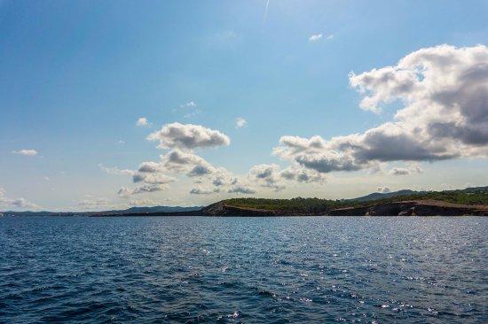 San Juan Bautista, Espagne : vista dal mare (in escursione); scattata dal battello