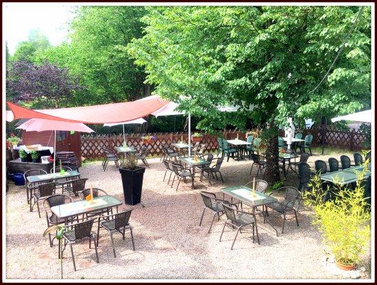 Homburg, Germany: Bei manchen Bewertungen verstehe ich die Welt nicht mehr,unser Biergarten aus den angeblich 70er