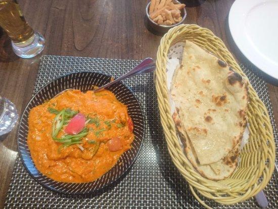 Vedas Indian Restaurant (Changshu Road) : チキンカレー&ガーリックナン