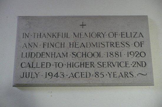 Luddenham, UK: memorial