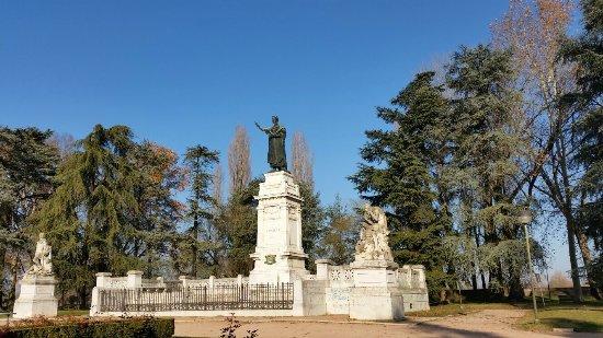 Monumento a Virgilio