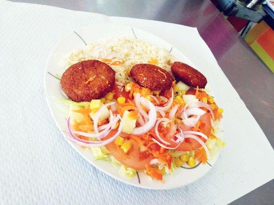 La Unión, España: Ensalada de bosforo ( arroz con falafel y la ensalada basica)