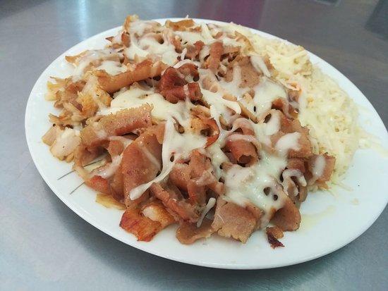 La Unión, España: plato sultán ( arroz, carne y queso rallado por encima )