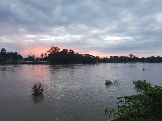 Don Det, Laos: 20171204_060215_large.jpg