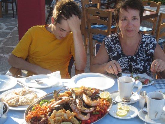 Gennadi, Grækenland: Сын в ужасе от количества еды)))