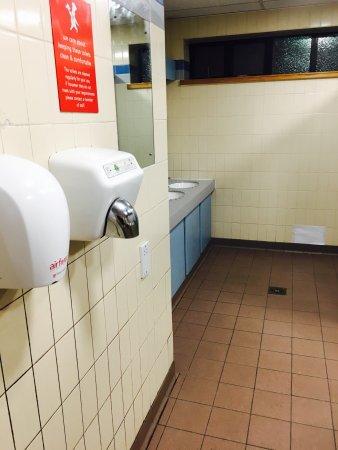 Alfreton, UK: Worst toilets I've ever seen!