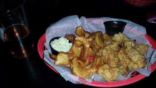 Front Royal, VA: Oyster basket. Oysters plump and juicy!
